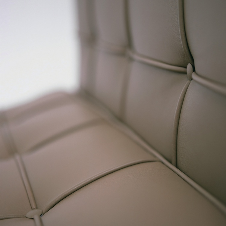 barcelona-lounge-chair-detail-3930_z